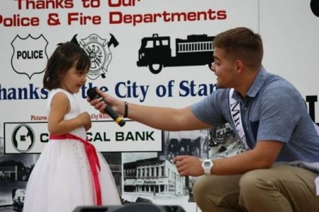 Nate-Jones-with-little-girl_450x300_acf_cropped